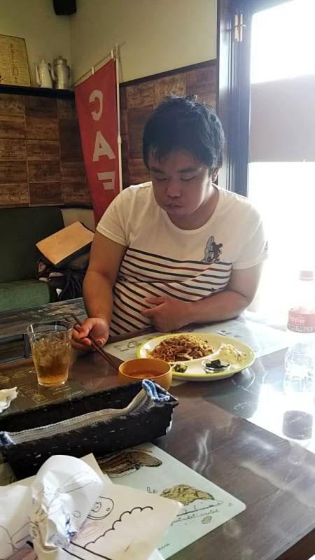 カフェのごはんでお昼だよ(^_-)-☆
